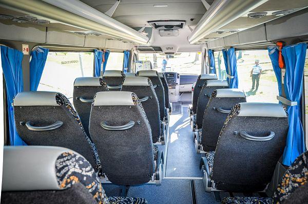 Pregúntanos el precio de alquiler de minibús con conductor en A Coruña