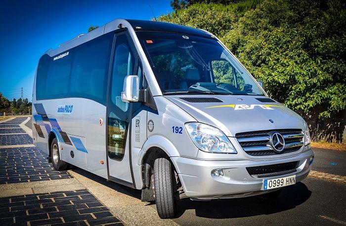 Desde coches con conductor a autobuses de 55 plazas para el alquiler en A Coruña y alrededores